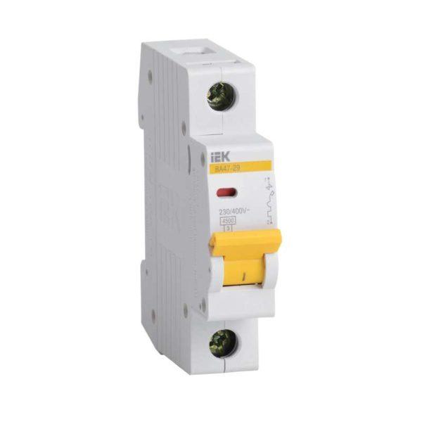 Выключатель автоматический модульный 1п C 4А 4.5кА ВА47-29 ИЭК MVA20-1-004-C
