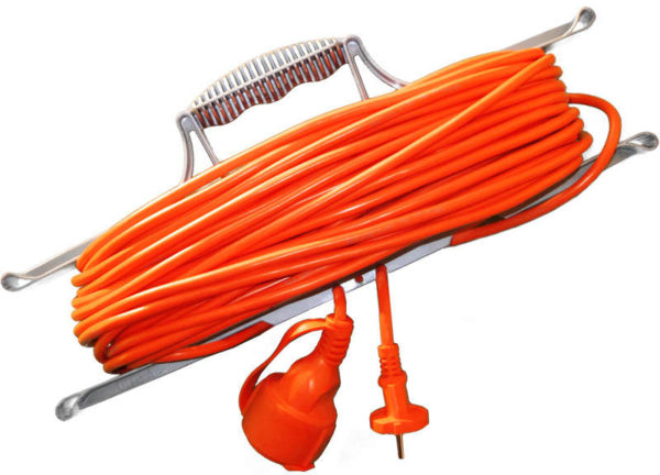 Удлинитель-шнур на рамке 1х20м с заземл. 10А IP54 УШ-10 ПВС 3х0.75 розетки с защ. крышкой UNIVersal 9632022
